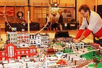 KOLEJIŠTĚ LEGO letos dominuje trutnovské modelářské  výstavě.