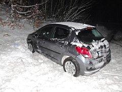Mladík boural opilý, navíc neměl řidičák