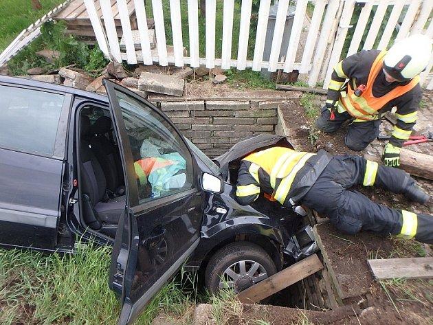 Pondělní nehoda fordu ve Volanově.