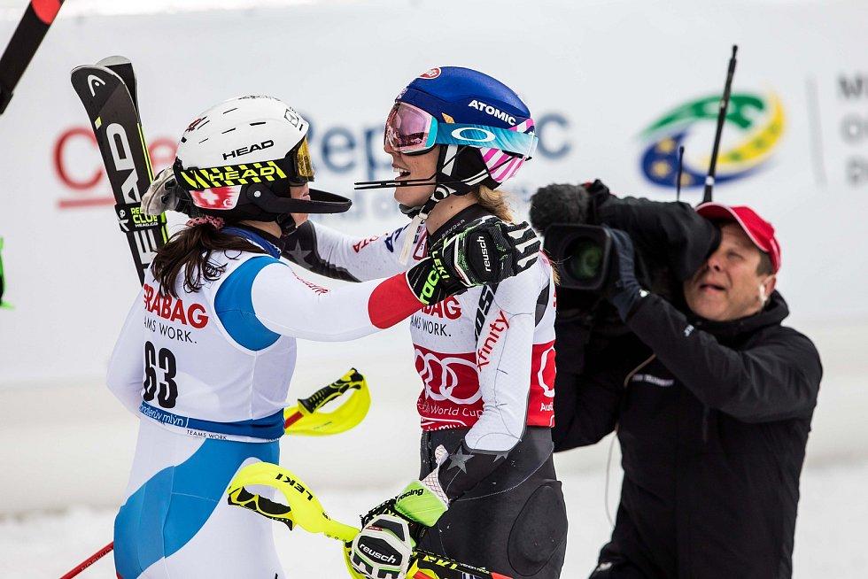 Vítězka Mikaela Shiffrin a Wendy Holdener, Světový pohár ve Špindlerově Mlýně