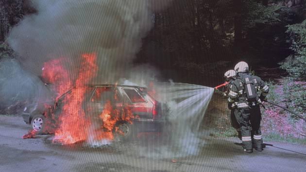 V Jívce hořelo auto.