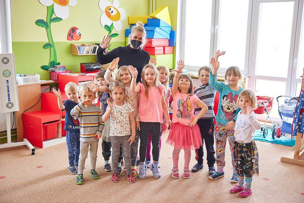V Trutnově se v pondělí 26. dubna kompletně otevřely mateřské školy, děti zamířily i do MŠ Komenského.