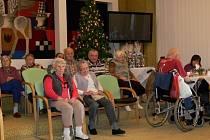 Počet lidí v seniorském věku roste. Podle výhledů se bude průměrný věk u nás zvyšovat. S tím poroste i potřeba vytvořit dostatek míst v domech pro důchodce a pečovatelských domech. Ve Dvoře Králové ale podle radnice tyto služby nechybí. Ilustrace.