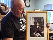TRUTNOVSKÝ FOTOGRAF Jiří Jahoda s portrétem Václava Havla, pořízeným na Hrádečku.