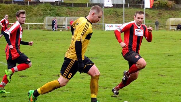 PĚT BRANEK přineslo sobotní derby Rudníku s Dolní Kalnou. Za stavu 2:2 duel rozhodla trefa Jana Landyše (vpravo).