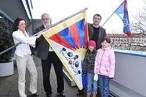 Pro Tibet vlají vlajky na sídlech