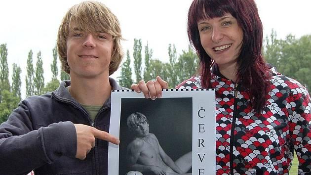 Křest kalendáře se snímky nahých lomnických fotbalistů