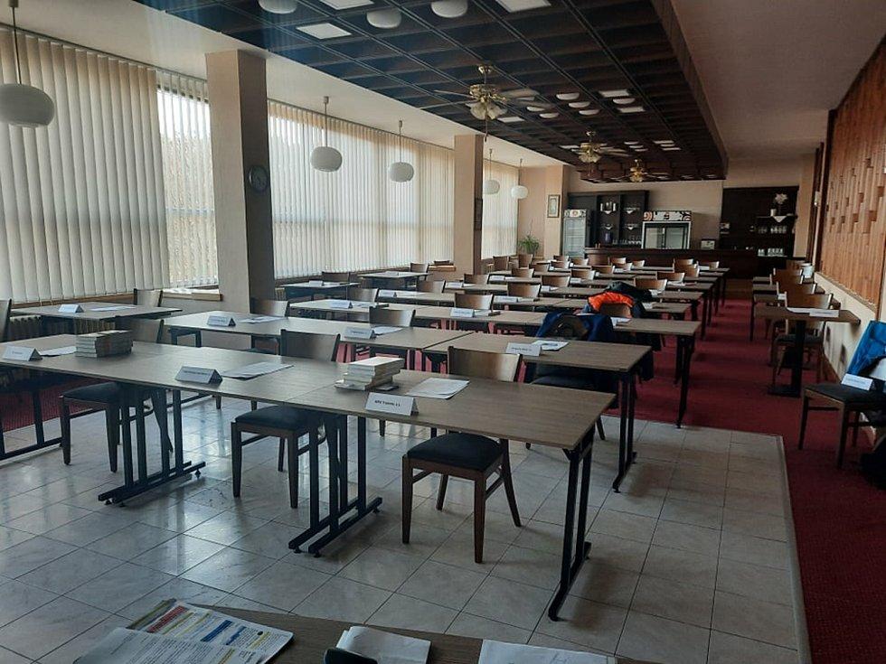 Páteční volby hostil salonek trutnovského Hotelu Patria.