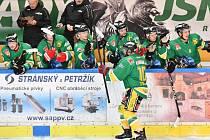 Hokejisté Dvora Králové uspěli na severočeském ledě.