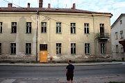 Soukromé budovy spekulantů hyzdí Úpici. Diskuse s majiteli v exekuci neprobíhají, město je nemůže dohledat.