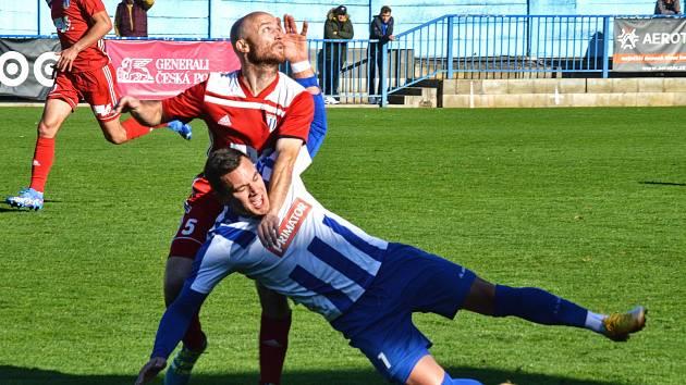 Krajské derby pro sebe dvěma góly rozhodli fotbalisté Náchoda.