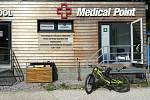 Chirurgická ambulance přímo pod sjezdovkou ve Svatém Petru byla otevřená poprvé v zimní sezoně, o víkendu byla v provozu při Špindl Bike Park Opening. Foto: Skiareál Špindlerův Mlýn