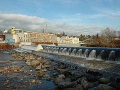 Stavba vakového jezu přes Jizeru v Turnově (u Juty, u shořelého mlýna), stála téměř 65 milionů.