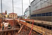 Rekonstrukci mostu v Pilníkově za 12,995 milionu korun provádí ŘSD ve dvou etapách. V každé z etap opraví jednu polovinu mostu.