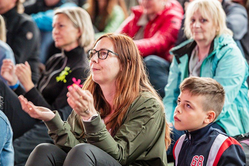 Koncert Ondřeje Brzobohatého, Evy Burešové a Ondřeje Rumla na Štěrbově vile na Přehradě Les Království v Bílé Třemešné.