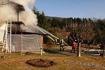 Hořela chalupa v Rokytnici, škoda je milion a půl