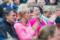 Trutnovské Bojiště bylo v sobotu večer plné. Tisíce diváků se přišly podívat na koncert Michala Davida.