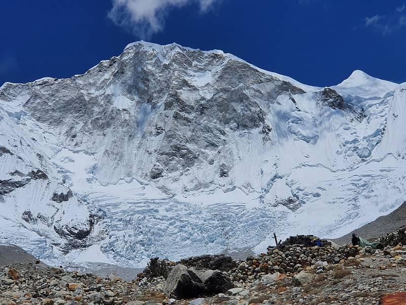 Horolezec Radoslav Groh z Vrchlabí zdolal s Markem Holečkem prvovýstupen 7129metrů vysoký vrchol Baruntse vcentrálním Himálaji. Při sestupu zažili obrovské drama.