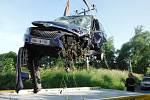 Srazila se dvě auta, na místo letěl vrtulník.