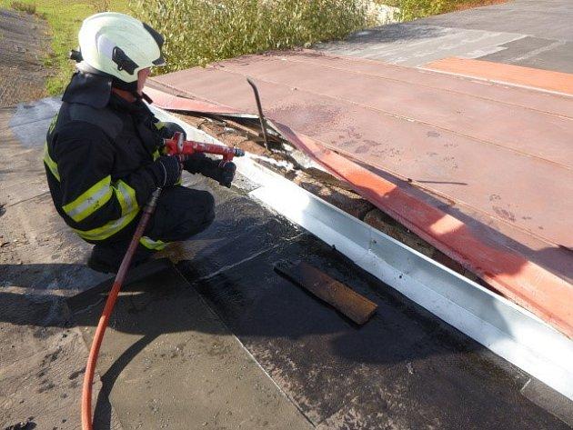 Požár střechy garáže vTrutnově