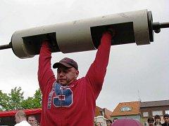 Trutnovský silák Petr Mrkvica.