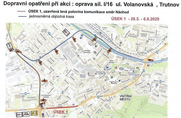Od 26.května bude vTrutnově uzavřen jeden jízdní pruh od kruhového objezdu uJuniora po křižovatku ulic Pražská a Žižkova. Silnice se opravovala loni.