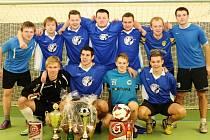 O CENY NOUZE NEBYLA. Tým plný mladíků Millwall FC vyhrál turnaj ve Rtyni v Podkrkonoší poprvé a měl co slavit.