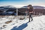 Horští nosiči při zimní verzi závodu Sněžka Sherpa Cup vynesli zásoby vod a kofol od lanovky z Pece na Sněžku na Českou Poštovnu. Vítěz Petr Mazal to zvládl za 72 minut.
