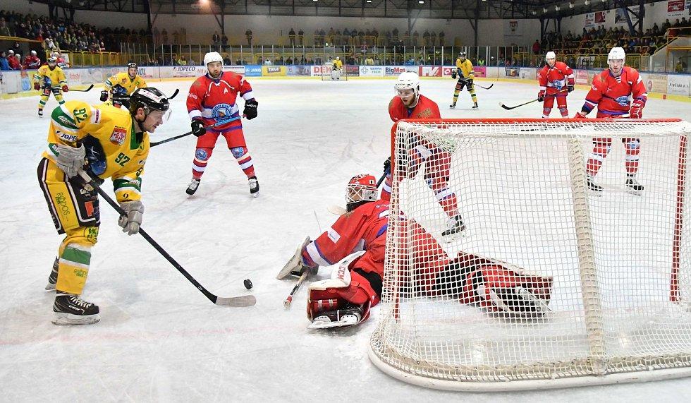 Dvorští hokejisté ve 42. kole druhé ligy přehráli Novou Paku 4:1.