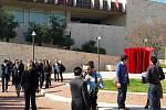 O přestávce před kongresovým centrem v západní části Jeruzaléma
