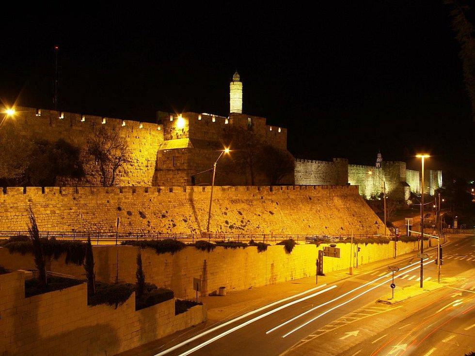 Po skončení oficiálního programu vyšel čas na večerní prohlídku Starého Města; na snímku Davidova věž u Jaffské brány