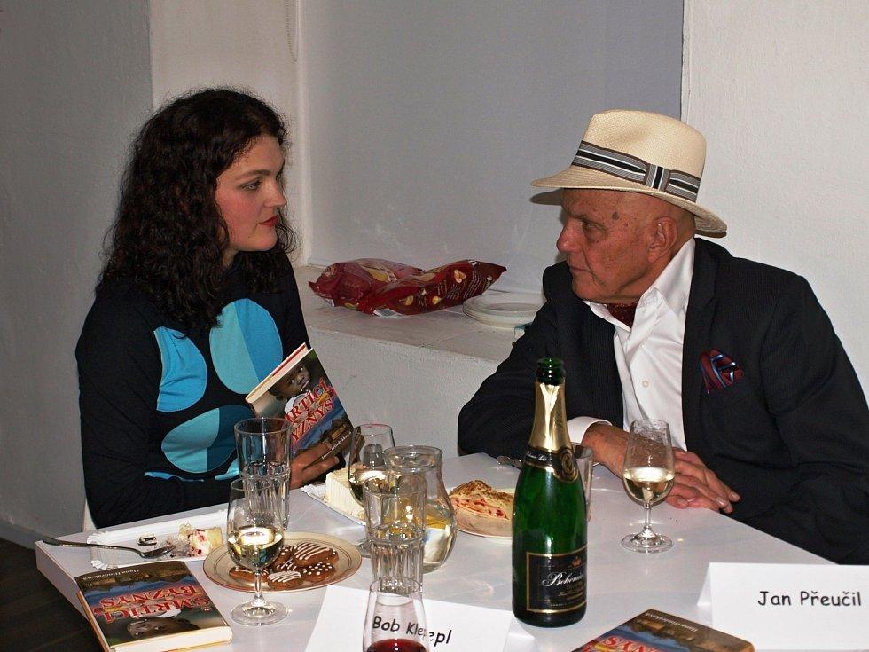 Trutnovská spisovatelka křtila Smrtící byznys