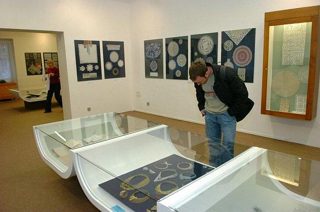 V Krkonošském muzeu v Jilemnici se koná výstava krajek z 19. a 20. století.