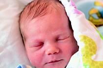 DANIEL se narodil 30. ledna ve 3.31 hodin rodičům Monice a Petrovi. Vážil 3,18 kg a měřil 50 cm. Spolu se sestřičkou Barunkou mají domov v Poniklé.