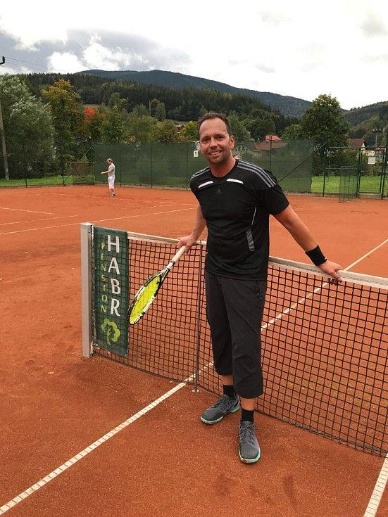 Předseda trutnovského tenisového oddílu Oldřich Martinec chválí úspěch české hráčky v Austrálii.