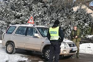 Policejní kontroly na hranicích okresu Trutnov ve Rtyni v Podkrkonoší.