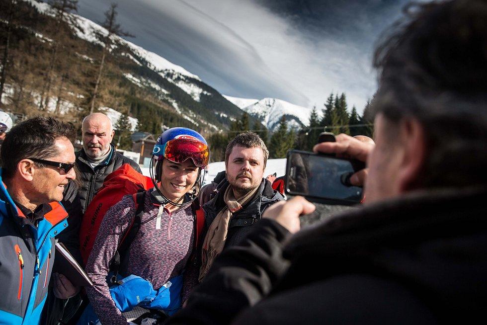 Mikaela Shiffrin a Světový pohár v lyžování ve Špindlerově Mlýně. Trénink na sjezdovce Stoh.