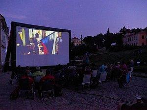 Letní kino na Rýchorském náměstí v Žacléři.