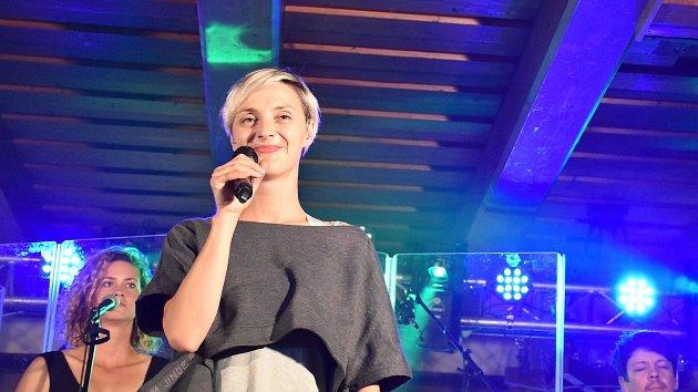 Barbora Poláková si dala na Luční boudě borůvkové knedlíky a šla zpívat