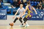 NA ŠIKOVNÉ RUCE Anny Rylichové (č. 16) dnes bude trutnovský BK Loko hodně spoléhat. Vždyť jde o nejlepší střelkyni družstva!