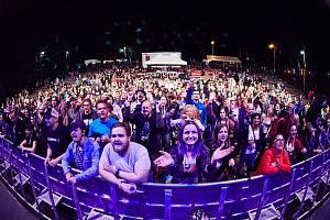 Ze čtvrtečního dne trutnovského Artu Kus Festivalu na Bojišti.