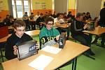 Střední škola informatiky a služeb ve Dvoře Králové  - předávání tabletů