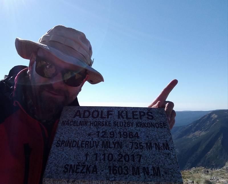 Vzpomínka na Adolfa Klepše, bývalého náčelníka Horské služby v Krkonoších.