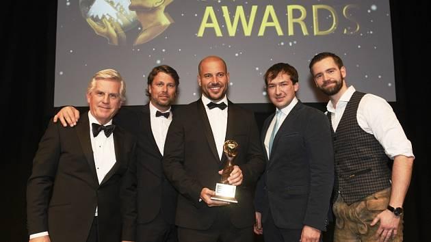 Ocenění na World Ski Awards převzal ředitel Skiareálu ŠM Čeněk Jílek s obchodním a marketingovým ředitelem René Hronešem