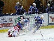 Milevský Matouš v tvrdém duelu u mantinelu Slavíka nešetřil. Ačkoli hokejisté ZVVZ Milevsko vedli v derby s Pískem už 4:0, nakonec museli překousnout porážku v prodloužení 4:5!