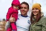 Trutnovský Petr Holubec věnuje většinu volného času manželce a dceři.