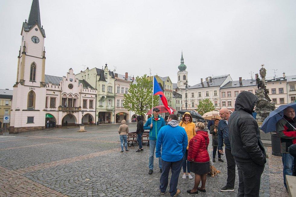 Z protestů proti Babišovi a Benešové v Trutnově.