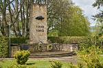 Představitelé Trutnova uctili na městském hřbitově oběti druhé světové války. Od jejího ukončení letos uplynulo 75 let.