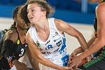 Šestnáctiletá hráčka trutnovské Lokomotivy Aneta Finková dala na Slavii 16 bodů.
