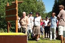 NOVĚ OTEVŘENÁ NAUČNÁ STEZKA HRABĚTE HARRACHA seznamuje s životem včel na 11 zastaveních.
